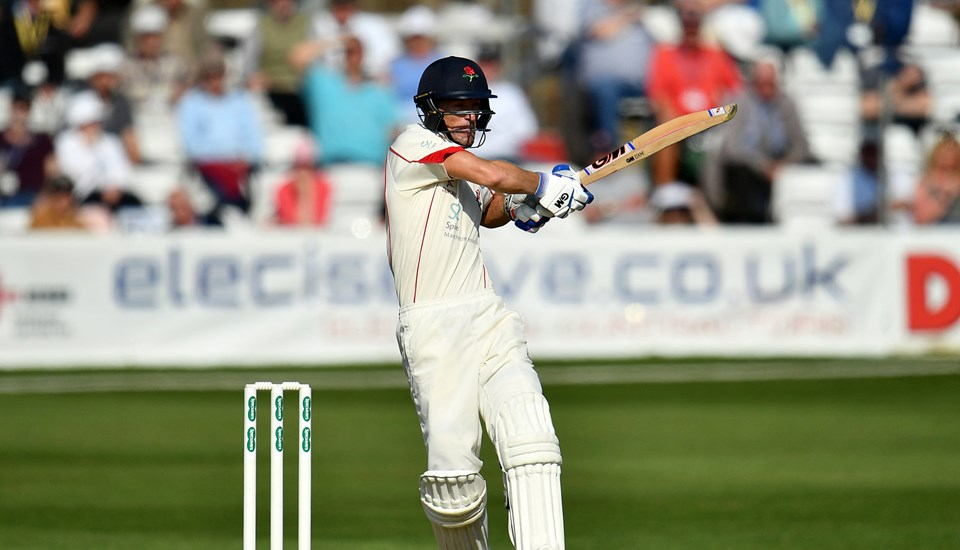 rsz_south_african_dane_vilas_in_actin_for_lancashire_county_cricket_club_in_the_specsavers_county_championship.jpg