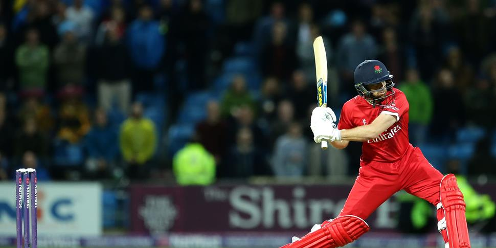 Stephen Parry of Lancashire Lightning bats.jpg