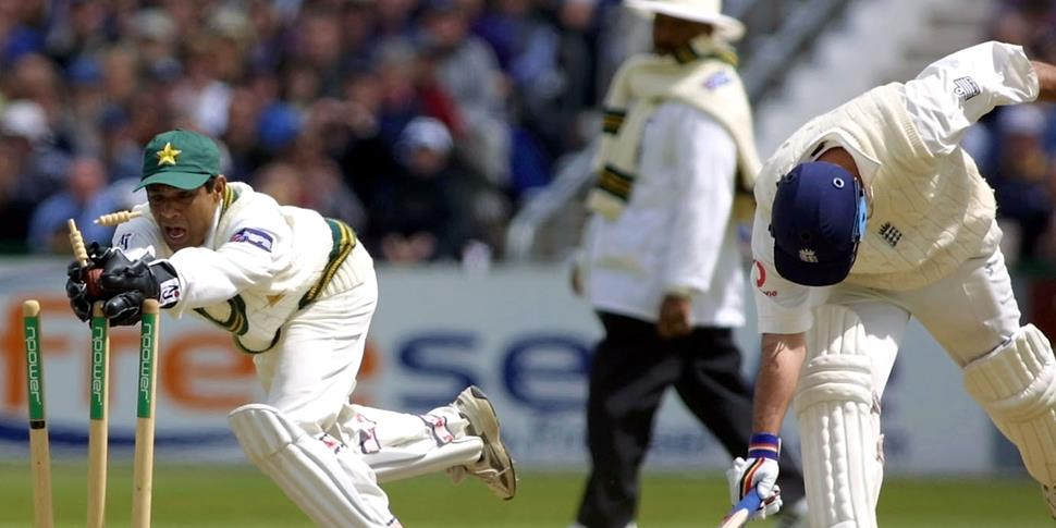 England cricket batsman Graham Thorpe manages to get back to the crease against Pakistan wicket keeper Rashid Latif.jpg