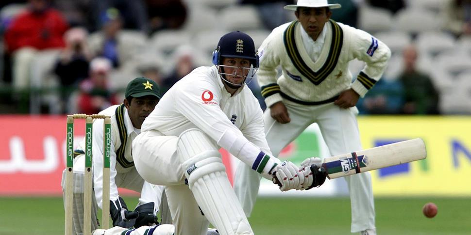 Marcus Trescothick of England cricket takes on Pakistan cricket in the test match.jpg