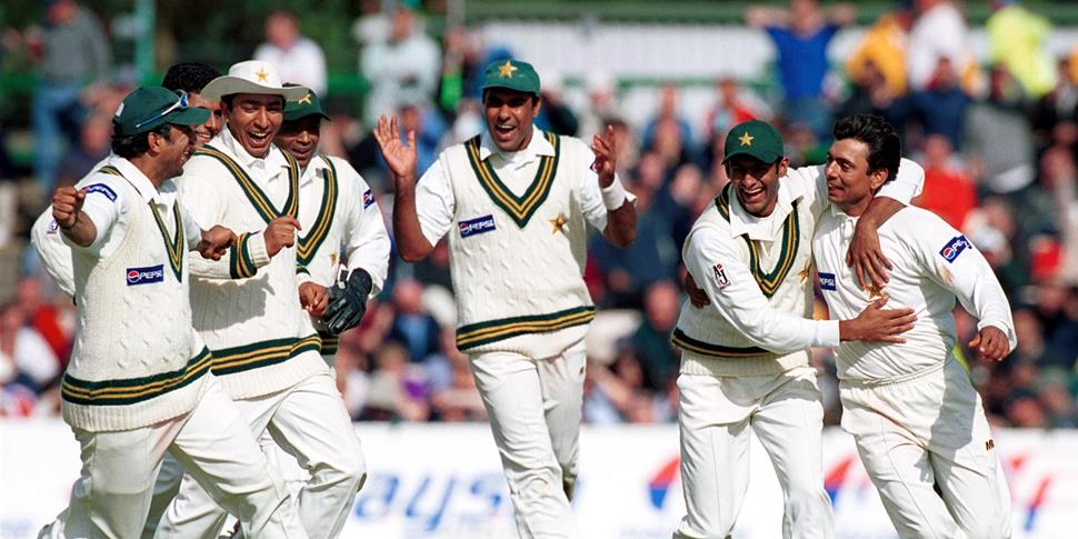 Pakistan Cricket team celebrate a rare win over England in the Investec Test Match back in 2001.jpg