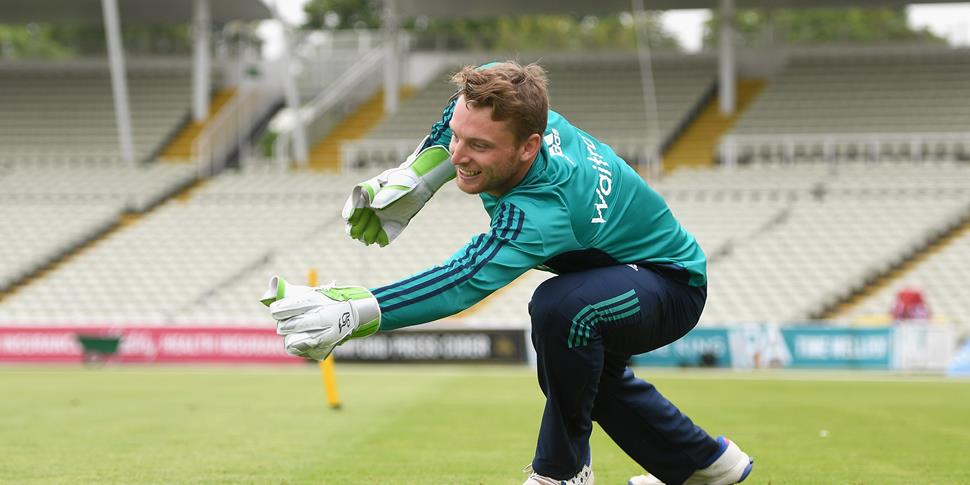 Jos Buttler warming up for the England v Pakistan Investec Test Match.jpg