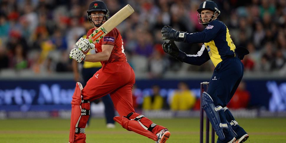 Australian James Faulkner batting against Birmingham Bears in the NatWest T20 Blast.jpg