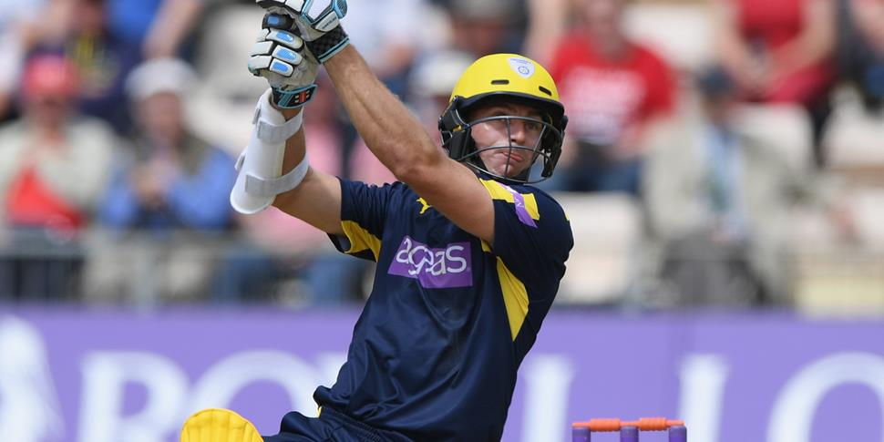 Ryan McLaren playing in the NatWest T20 Blast for Hampshire.jpg
