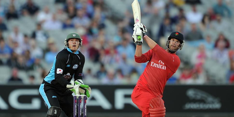 Tom Smith in action T20.jpg