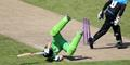 Dane Vilas takes a tumble against Worcestershire at Emirates old Trafford.JPG
