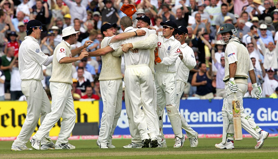 Simon Jones celebrates after bowling out Ricky Ponting in the 2005 Ashes in Manchester.jpg